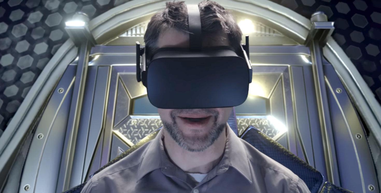 Un giocatore che prova Starship Commander nel video trailer ufficiale