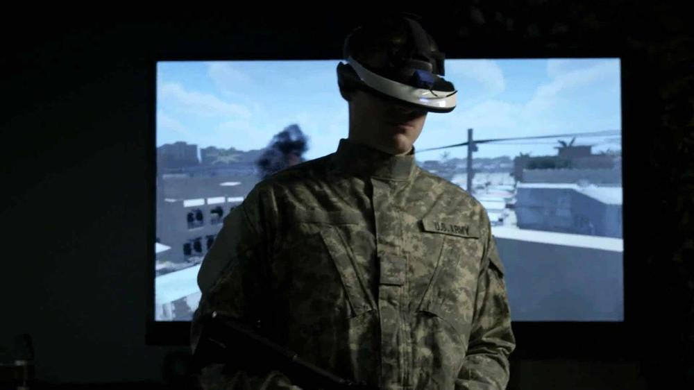 "Un soldato mentre usa ""Bravemind"" una terapia VR (Photo: USC Institute for Creative Technologies)"