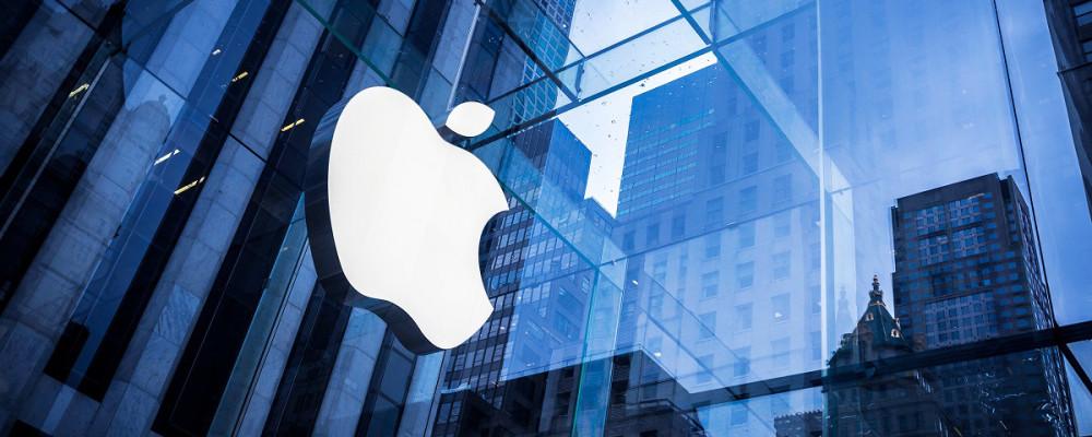 Apple, logo sulla vetrata dell'edificio aziendale