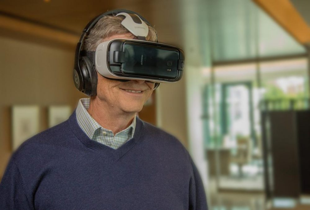 Bill Gates indossa Gear VR
